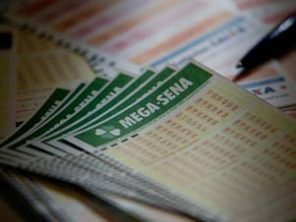Mega-Sena acumula pela 3ª vez seguida e vai a R$ 35 milhões