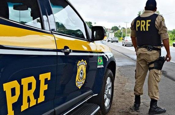PRF apreende viatura da Polícia Civil por irregularidades na BR 316