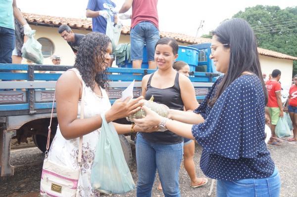 São Pedro do Piauí | Assistência Social distribui peixes e legumes para a Semana Santa
