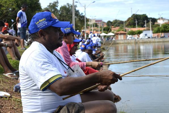Campeonato de Pescaria de Água Branca reúne dezenas de participantes na Orla do Açude