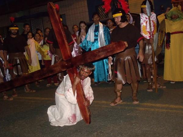 Encenação  da paixão de Cristo emociona população aguabranquense