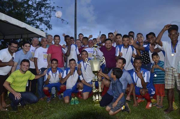 Baixinha vence Lagoa do Coco por 2 a 1 e levanta o troféu de campeão são-gonçalense pela primeira vez