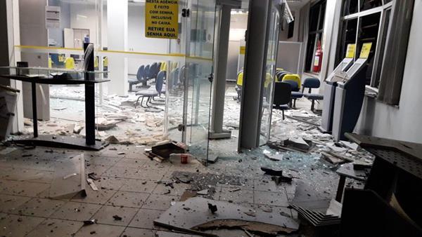 A agência ficou parcialmente destruída (Imagem: Divulgação)