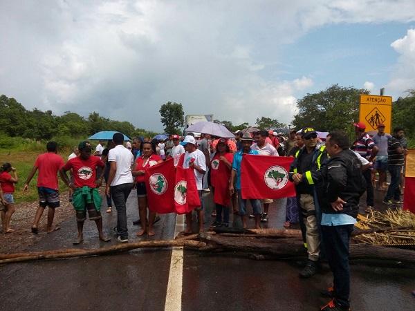 Manifestantes a favor de Lula bloqueiam BR 316 em protesto e não aceitam a prisão do ex-presidente