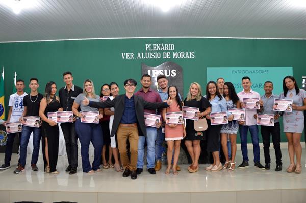 Nezim Cabelos International certifica alunos do curso Corte de Cabelos e Mechas em Água Branca; imagens