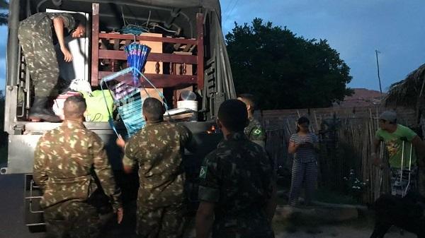 Barragem do Bezerro   Exército ajuda remover famílias de áreas de risco após prefeito decretar emergência