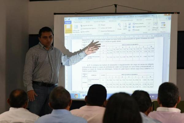 Poder Executivo discute com Legislativo Plano de Cargos, Carreiras e Salários