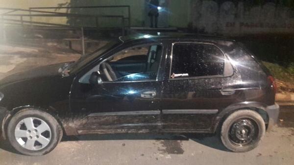 Carro de ex-presidiário é apreendido em perseguição policial durante a madrugada em Barro Duro
