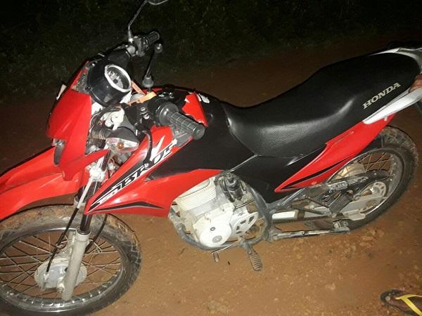 Acidente envolvendo moto e bicicleta deixa dois feridos em estado grave na comunidade Buraco D'Água, em Agricolândia