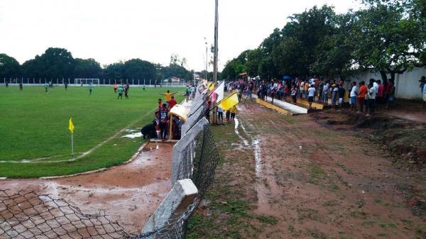 Campeonato de futebol reúni multidão nos fins de semana em Barro Duro