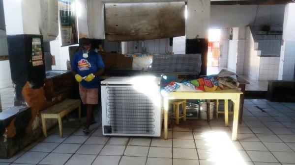 Prefeitura realiza limpeza completa do mercado público de Barro Duro