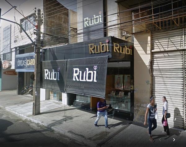 Quadrilha fortemente armada faz arrastão na Joalheria Rubi no centro de Teresina