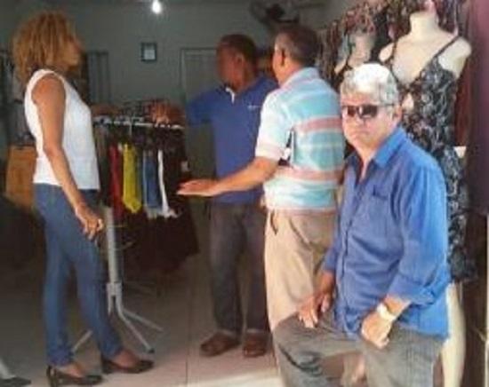 Prefeitura orienta comerciantes e ambulantes sobre o início da revitalização da rua São Pedro