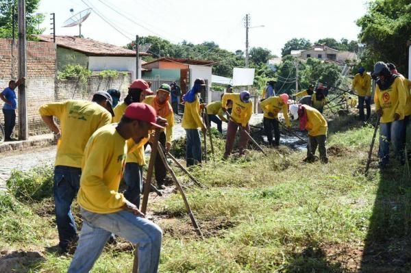 Mutirão de limpeza urbana chega ao bairro Manguinha