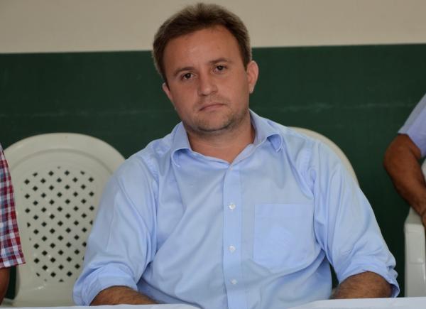 Prefeito Júnior Bill participa de solenidade de posse do novo presidente da AMPAR