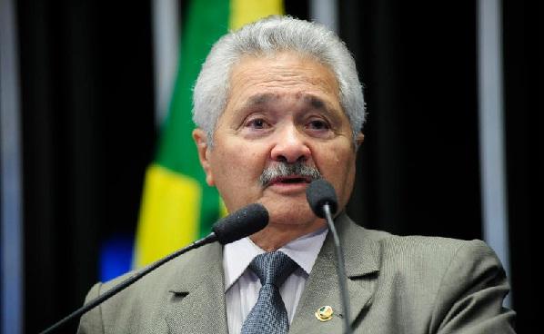 Senador Elmano Férrer se filia ao PMDB durante ato simbólico em Brasília