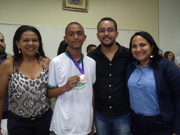 Aluno da rede municipal de Água Branca recebe medalha de bronze em Olimpíada