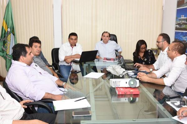 Governo municipal apresenta relatório financeiro a vereadores que discutem direitos e reivindicações