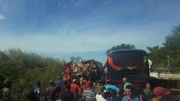 Quatro pessoas morrem em acidente com ônibus que saiu de Piauí com destino a Brasília