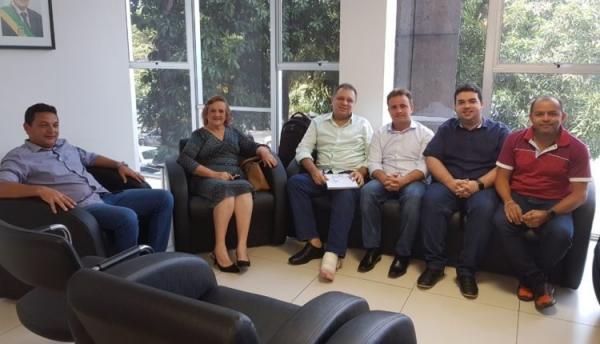 Prefeitos do Médio Parnaíba se reúnem com secretário Florentino Neto em busca de recursos para Hospitais de Pequeno Porte