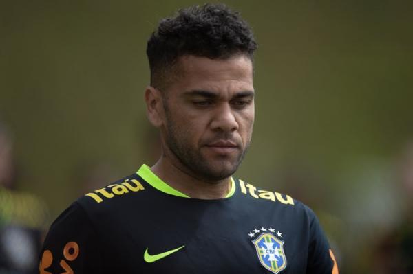 Lateral direito Daniel Alves está fora da Copa do Mundo de 2018