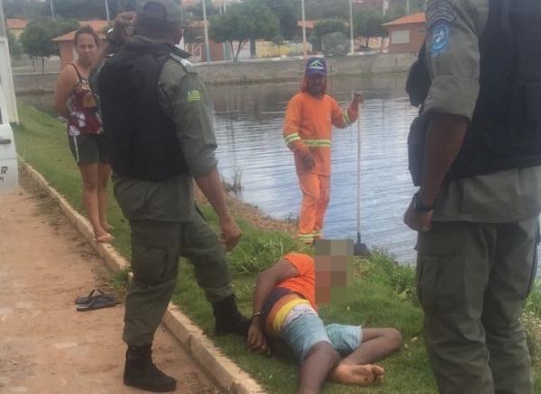 Em Água Branca, menor comete assaltos, tenta fugir de moto, cai em açude e é apreendido pela polícia