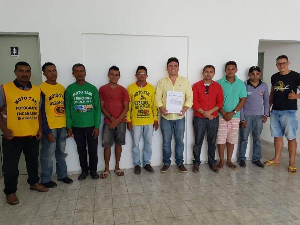 SUTRAN realiza entrega de certificados aos novos profissionais mototaxistas