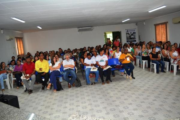 Profissionais participam de capacitação de combate às drogas em Demerval Lobão