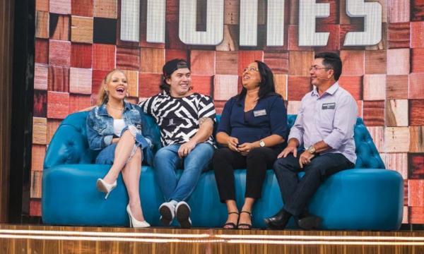 Whindersson Nunes se emociona com homenagem em programa de TV