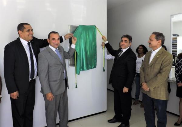 Presidente do TJ-PI, Desembargador Erivan Lopes, participa de reinauguração dos fóruns de Água Branca e Barro Duro
