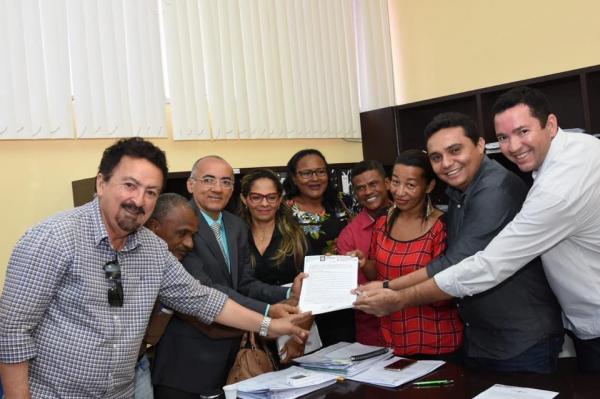 Prefeitura de Floriano assina documento que garante regularização fundiária do bairro Princesa do Sul