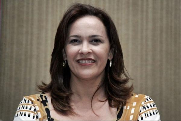 Com suspeita de H1N1, deputada Juliana Falcão passa mal no plenário da Assembleia
