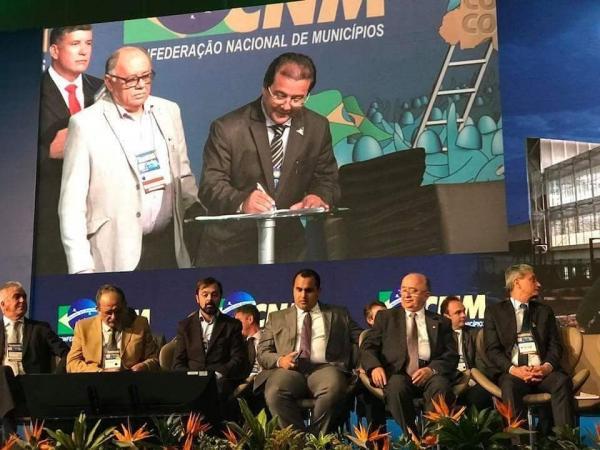 Prefeito de Água Branca, Jonas Moura, toma posse como conselheiro fiscal da CNM em Brasília