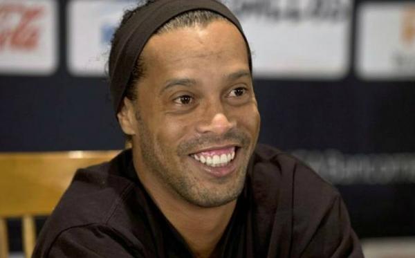 Ronaldinho Gaúcho vai 'casar' com duas mulheres