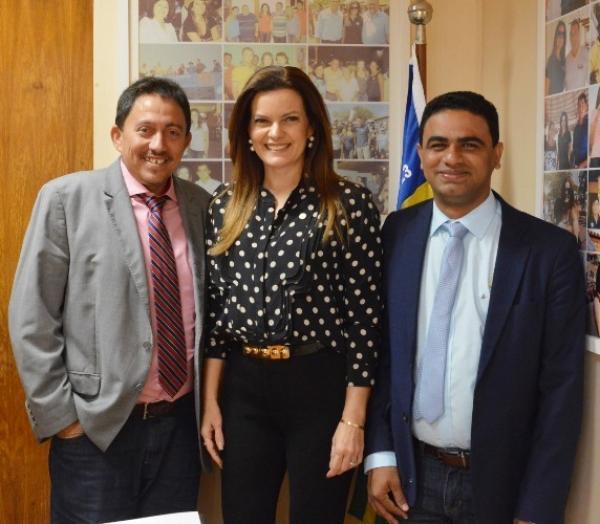 Prefeito Walter Alencar é recebido no gabinete da Deputada Federal Iracema Portela em Brasília