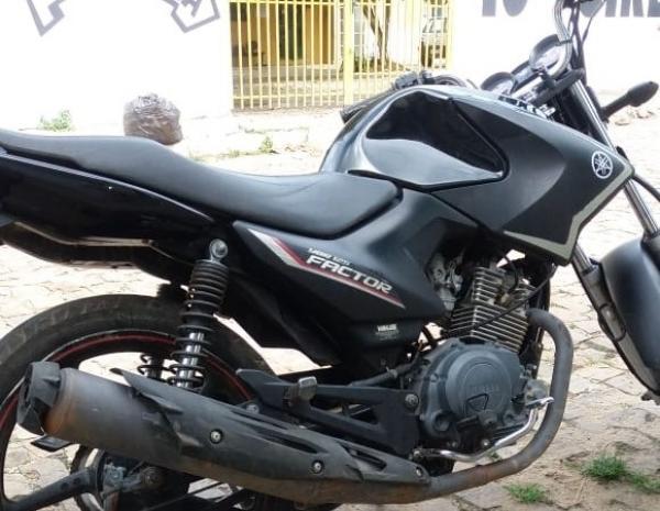Motocicleta é furtada de frente a residência da proprietária no bairro Alto Ville, em Água Branca