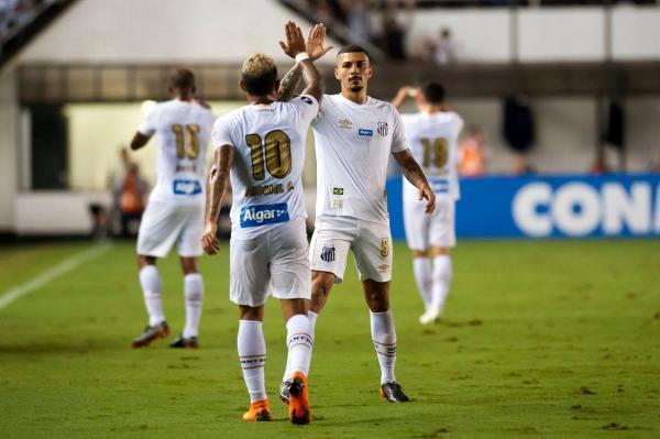 Santos empata e Corinthians perde na fase de grupos da Libertadores