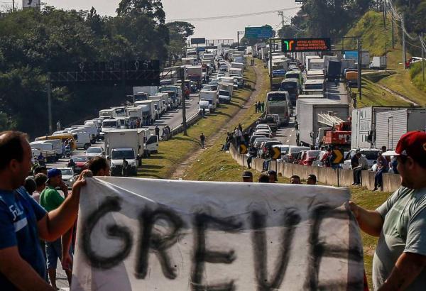 Governo anuncia proposta para suspender paralisação no Brasil