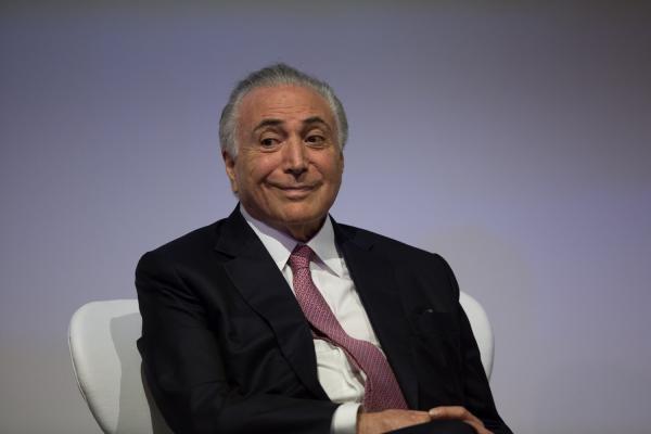 Michel Temer assina decreto que permite governo assumir caminhões
