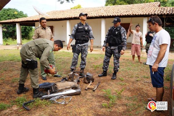 Força tática do 12º BPM encontram desmanche de motos em fazenda na zona rural de Piripiri
