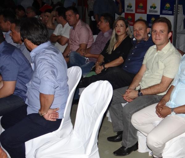 Prefeito Junior Bill e vereador Manim estiveram prestigiando várias inaugurações na cidade de Agricolândia
