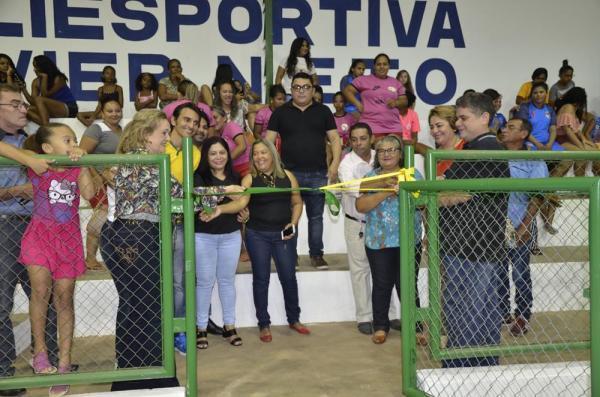 Prefeita Neta Santos e autoridades inauguram ginásio de esportes no bairro Montevidéu; imagens