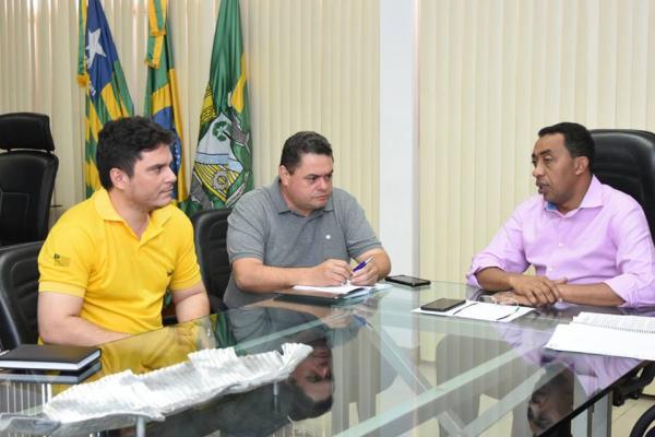 Prefeito Joel reúne equipe para tratar sobre a área de lazer na Avenida Beira-Rio