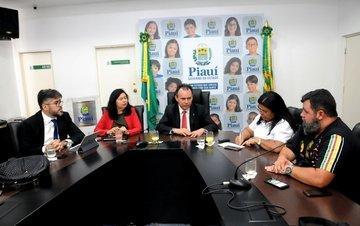 Governo pede que professores suspendam greve de 8 dias no Piauí