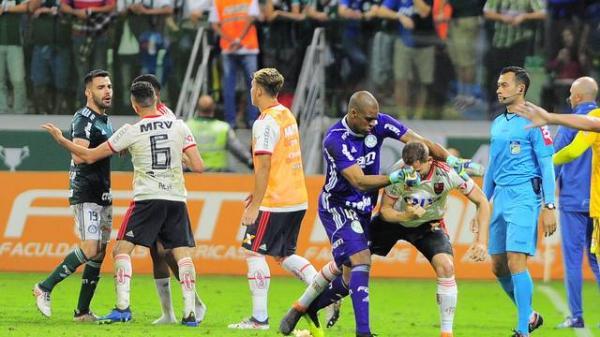 Com seis expulsos, Palmeiras e Flamengo ficam no empate na arena