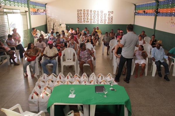 Pão na Mesa: 45 famílias de Água Branca são beneficiadas com cestas básicas