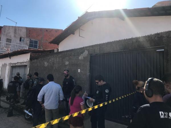 Dois irmãos são executados com tiros na cabeça e no peito dentro de casa na zona norte de Teresina