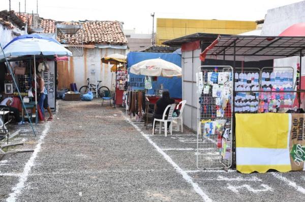 Vendedores ambulantes de Floriano conduzem seus negócios em novo espaço
