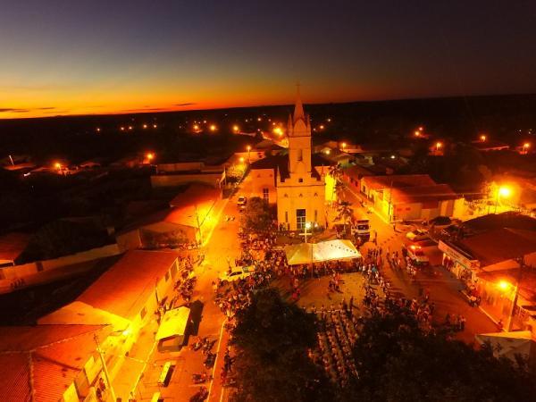 Alvorada marca a abertura dos festejos de São Pedro do Piauí; veja imagens