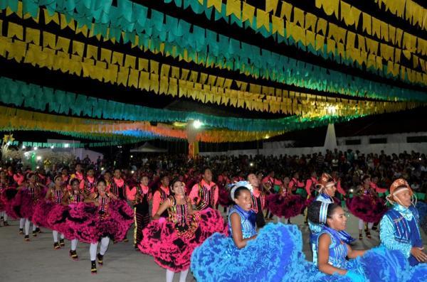 Quadrilha Junina Lumiar traz Barro Duro de volta ao cenário junino do Piauí; imagens